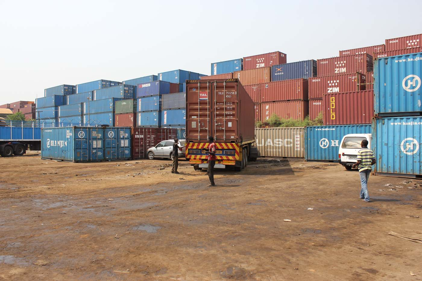 Selecting a shipping container at the port