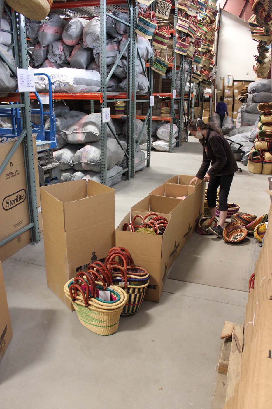 Choosing baskets for orders and packing them up